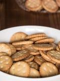 Salzige runde Cracker Lizenzfreie Stockfotografie