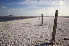Salziger See und Feld des Tafelsalzes Baskunchak stockfotos