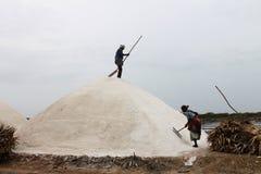 Salzpfannearbeitskräfte an Punkt calimere, Tamil Nadu, Indien Stockfoto
