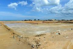 Salzproduktion auf Guakhirs Halbinsel lizenzfreies stockbild