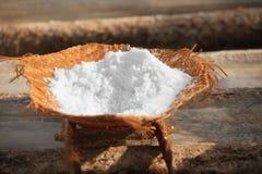Salzproduktion - traditionelle Weise Bali, Indonesien Stockfotografie