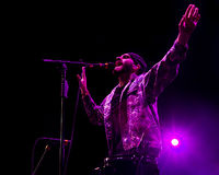 Sam Harris sings on stage Stock Image