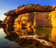 Sam Pan Bok Grand Canyon Ubon Ratchathani landskap, Thailand arkivfoton
