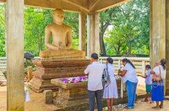 Samadhi菩萨雕象的崇拜者 库存图片