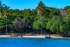 SAMANA,多米尼加共和国- 2015年10月31日:海岸在Samana,多米尼加共和国 免版税库存照片