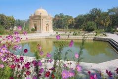 Samanid mausoleum i färgerna av dammet Arkivfoton