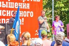 Samara, im August 2018: Russische Staatsbürger an einer Sammlung gegen das Anheben des Pensionsalters stockbilder