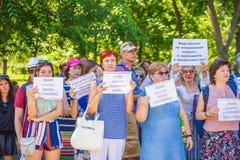 Samara, im August 2018: Russische Staatsbürger an einer Sammlung gegen das Anheben des Pensionsalters lizenzfreie stockbilder