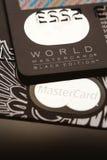 Samara, lipiec 25 2016: Światowego MasterCard czerni wydania przywileju kredytowa karta Obraz Royalty Free