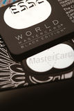 Samara, lipiec 25 2016: Światowego MasterCard czerni wydania przywileju kredytowa karta Obrazy Stock