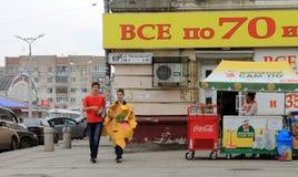 Samara, Rússia - 21 de agosto de 2014: animador com os balões para o qui Imagens de Stock Royalty Free