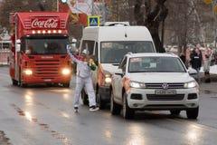 SAMARA, RÚSSIA - 25 DE DEZEMBRO: Tocha olímpica no Samara em Decemb Foto de Stock Royalty Free