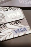 Samara, Rússia 25 de julho 2016: diverso close-up do cartão de crédito do visto Imagem de Stock