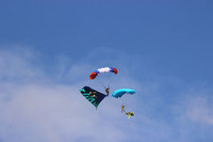 Samara, Rússia - 11 de setembro de 2016 dois paraquedista são planni fotografia de stock royalty free