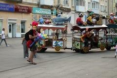 Samara, Rusia - 21 de agosto de 2014: animador con los globos para la ji Foto de archivo libre de regalías
