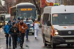 SAMARA, RUSIA - 25 DE DICIEMBRE: Antorcha olímpica en Samara en Decemb Foto de archivo libre de regalías