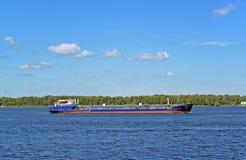 Samara, Rusland - augustus 10, 2017: Volgoneft 256 is een olietanker zeevaart-binnenvaartklasse Stock Afbeeldingen