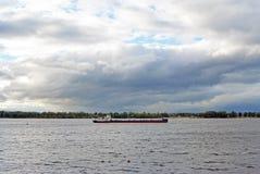 Samara, Rusland - augustus 10, 2017: Volgoneft 256 is een olietanker zeevaart-binnenvaartklasse Royalty-vrije Stock Foto