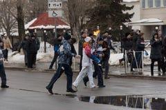 SAMARA, RUSLAND - DECEMBER 25: Olympische toorts in Samara op Decemb Stock Afbeelding