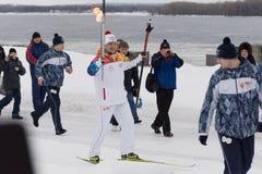 SAMARA, RUSLAND - DECEMBER 25: Olympische toorts in Samara op Decemb Royalty-vrije Stock Foto