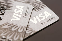 Samara, 25 Rusland-Juli 2016: De creditcardclose-up van de visumhandtekening Royalty-vrije Stock Foto