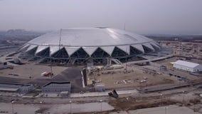 SAMARA, RUSLAND - MAG, 2018: luchtmening van de moderne Samara Arena-bouw stock footage