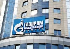 SAMARA, RUSLAND - September 5, 2015: De bureaubouw van de Russische die oliemaatschappij Gazprom integreerde de meerderheid van h stock afbeelding