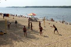 Samara, Russland - 23. August 2014: Fremde auf dem Spielplatz pl Lizenzfreies Stockfoto