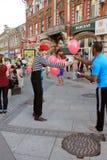 Samara, Russland - 22. August 2014: Trickzeichner mit Ballonen für Chi Lizenzfreie Stockfotos