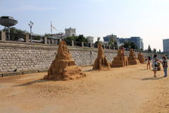 Samara Ryssland - Augusti 15, 2014: former som göras av sand Arkivbilder