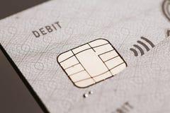 Samara Ryssland-Juli 25 2016: betalning för tecken för chip för debiteringvisumkreditkort contactless Arkivbild