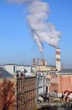 Samara Ryssland - November, 20 2016: Rör av Samara Thermal Power Plant - statlig områdeskraftverk för gamla Arkivbild