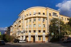 SAMARA RYSSLAND - OKTOBER 12, 2016: Gamla byggnader i mitten av Samaragamlan Kuybyshev Royaltyfri Fotografi