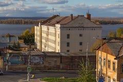 SAMARA RYSSLAND - OKTOBER 12, 2016: Gamla byggnader i mitten av Samaragamlan Kuybyshev Arkivfoton