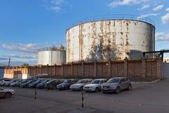 SAMARA RYSSLAND - OKTOBER 12, 2016: Sikt av behållarna för vatten i kraftverket för Samaratillståndsområde, Ryssland Arkivbild