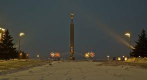 samara Soirée de l'hiver Un monument brillamment allumé de gloire dans Glory Square Photographie stock