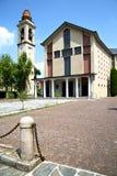 Samarate и день колокола башни церков солнечный Стоковые Фотографии RF