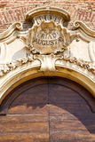 samarate Варезе церков Италии старая мозаика входа двери стоковые изображения rf