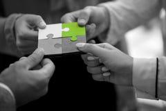 Samarbete Team Concept för pussel för affärsfolk