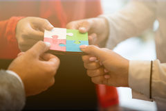 Samarbete Team Concept för pussel för affärsfolk Royaltyfria Bilder