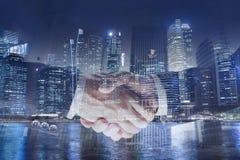 Samarbetsaffärsidé, dubbel exponering för handskakning, samarbete eller partnerskap royaltyfria bilder