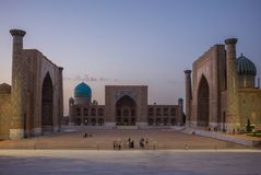SAMARKAND, UZBEKISTAN: Registan kwadrat przy Samarkand, Uzbekistan obraz stock