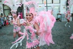 Samba Dance dans le festival de Bucarest du théâtre 2015 de Stradal avec le groupe de Santa Cruz Photographie stock libre de droits