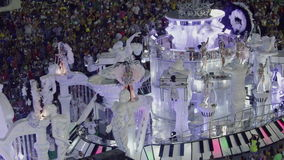 Samba School Scene an der Sambodromo-Karnevals-Stadions-Parade stock video