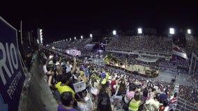 Samba School Scene an der Sambodromo-Karnevals-Stadions-Parade stock footage
