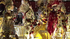 Samba School Scene en el desfile del estadio del carnaval de Sambodromo almacen de video