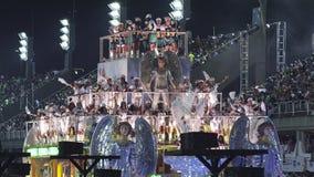 Samba School Scene på Sambodromo karnevalstadion ståtar lager videofilmer