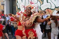 Sambadans in Caraïbische parade in de Zomer van Londen Royalty-vrije Stock Afbeeldingen