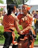 Sambadansers bij het festival van het beroemde Russische reistijdschrift ` Vokrug Sveta ` Stock Foto's