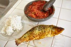 Sambal, τηγανισμένα ψάρια και ρύζι ατμού Στοκ Εικόνες